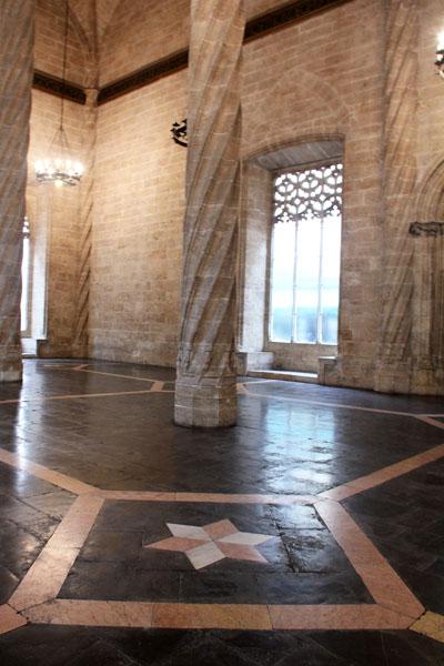 Salone delle Colonne_Lonja de la Seda _viaggiandovaldi
