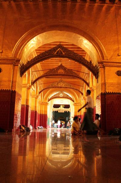 Mahamuni Paya_mandalay_birmania_viaggiandovaldi